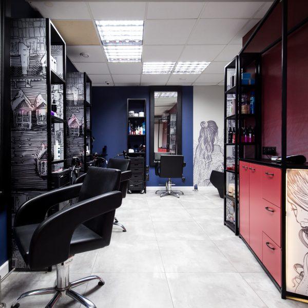 Salon fryzjerski, Brzeg